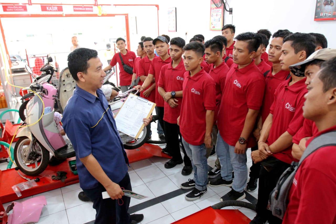 Anjas, Alumni SMK TBSM Honda Kini Sukses Jadi Pengusaha Bengkel