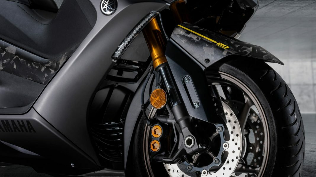 Cuma 560 Unit Di Dunia, Yamaha TMAX Spesial 20 Tahun Bodywork Full Karbon!