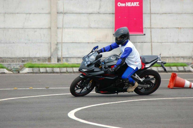 Pengen Belajar Safety Riding, Datang Aja ke MPM Safety Riding Center Gaes!