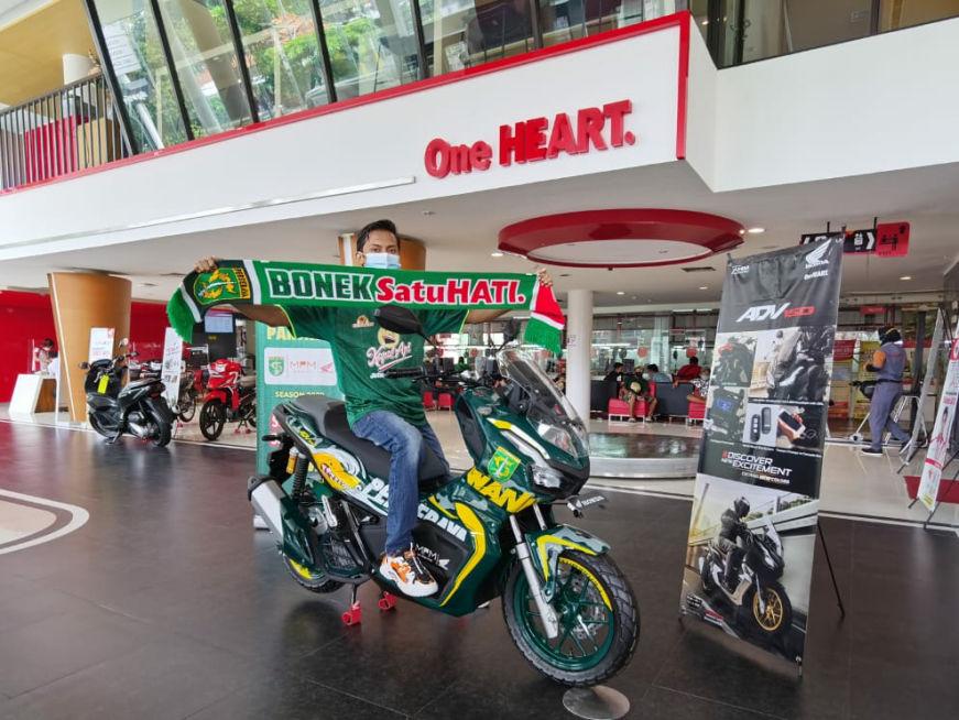 Supporter Sejati, Bonek Surabaya Ini Menang Lelang Motor ADV150 Edisi Persebaya!