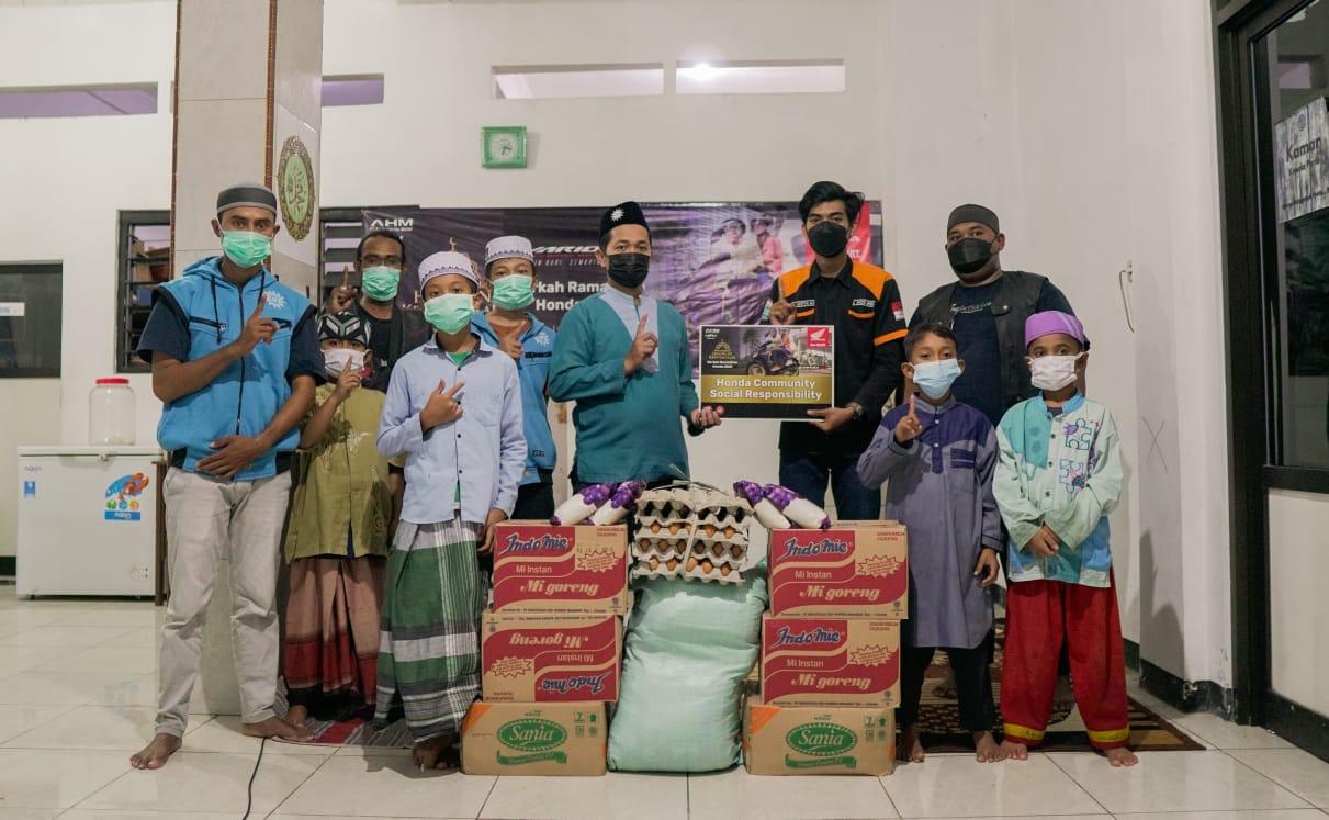 Komunitas Honda Vario Berikan Donasi Ke Panti Asuhan Di Surabaya