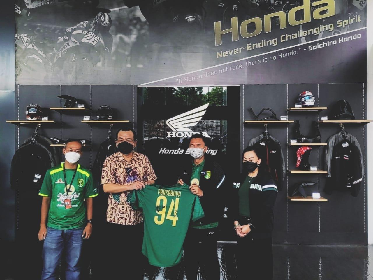 Dukung Vaksinasi, MPM Honda Jatim Dan Persebaya Donasikan Hasil Lelang ADV150 Modif