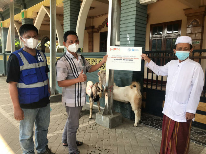 Momen Idul Adha, MPM Honda Jatim Salurkan Hewan Qurban Untuk Warga Sekitar